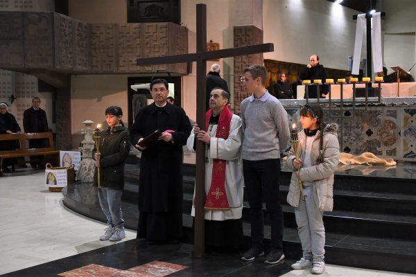 A Oggiono la Via Crucis con l'Arcivescovo